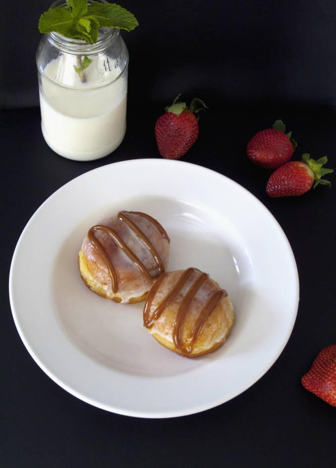 Banana-caramel yeast donuts