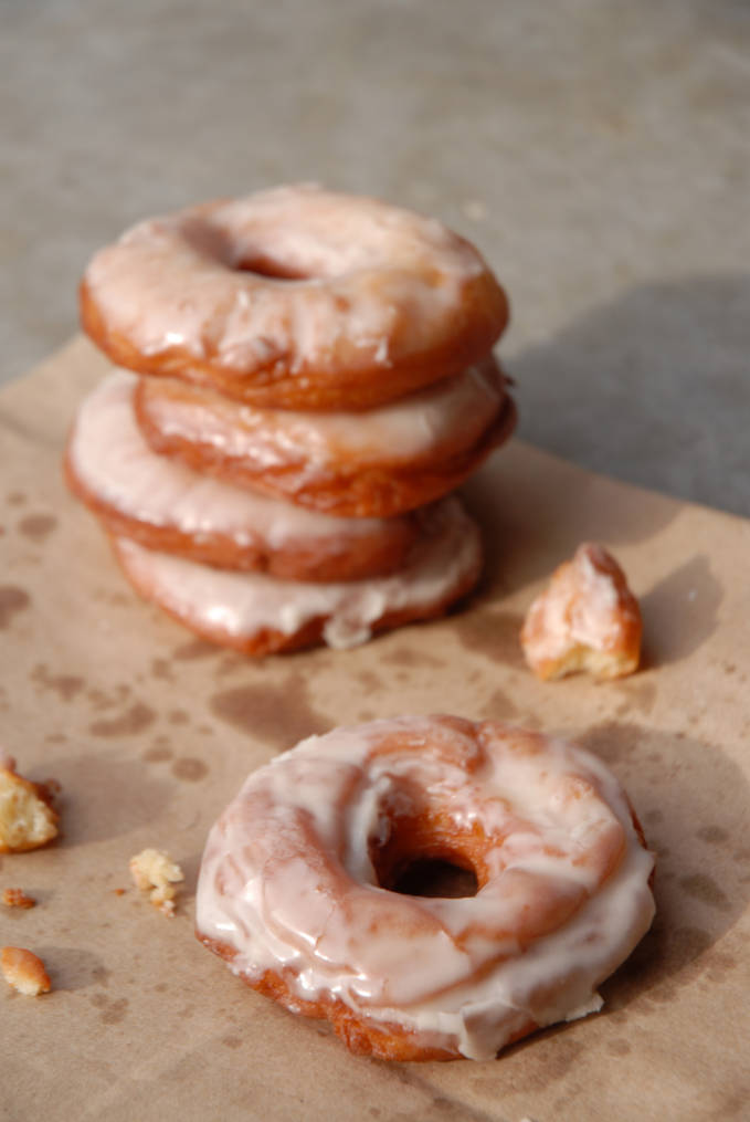 Vanilla doughnuts! Click to get the AMAZING recipe so you can make them yourself at home.