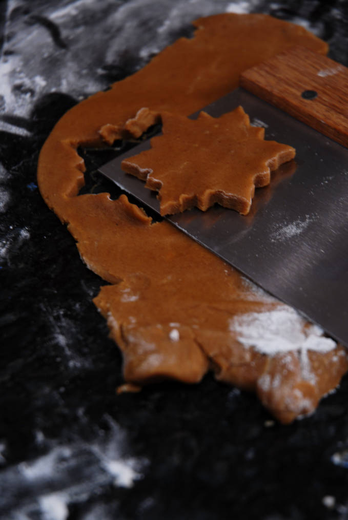Transferring cookies onto a cookie sheet can be tough. Click for a full photo tutorial on how to make amazing gingerbread! Perfect for the holidays #christmas