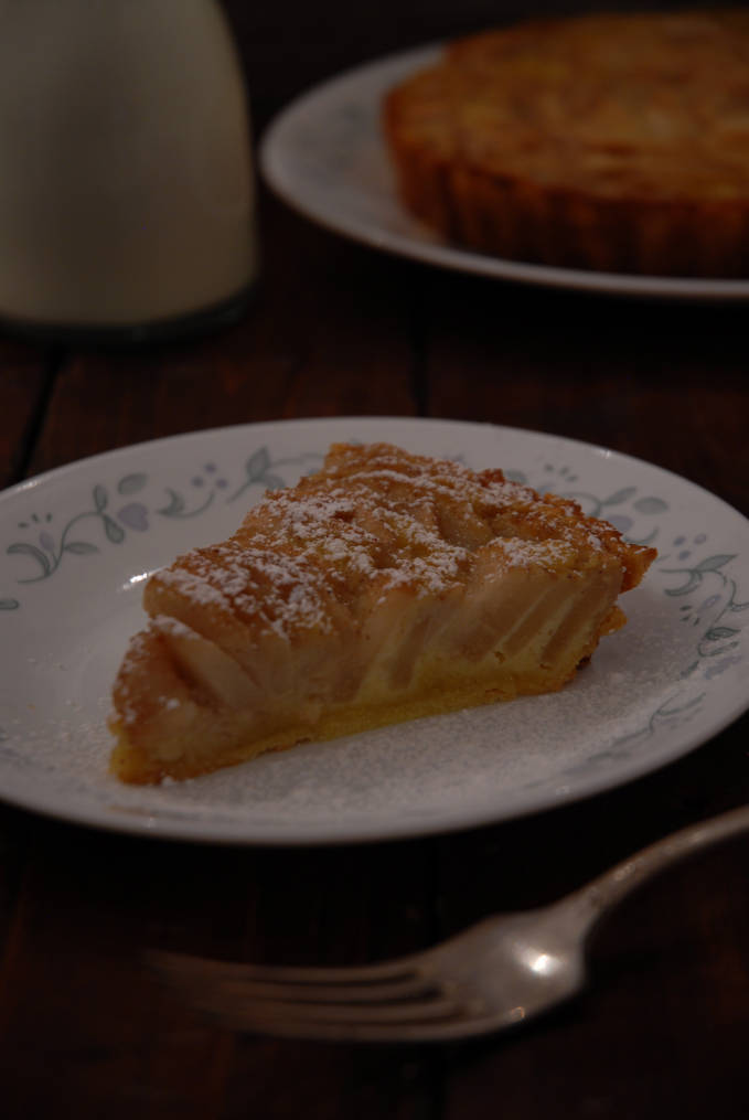 Pear tart with frangipane and Bosc pears, dusted with icing sugar. Click to get the recipe!