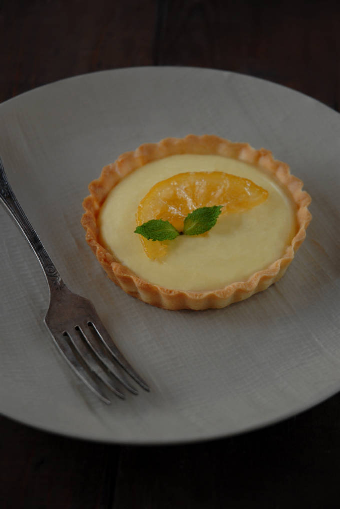 Lemon tart with sweet and crumbly pâte sucrée, white chocolate ganache, lemon cream, and candied lemon. Simply amazing, and EASY! Click to get the recipe.
