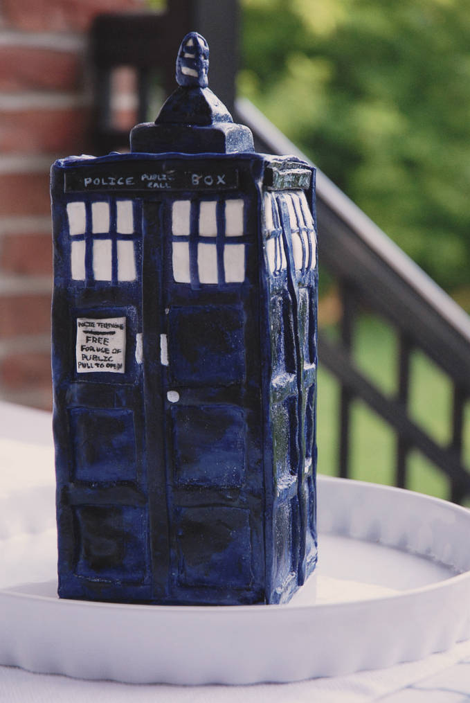 Handpainted Doctor Who TARDIS chocolate cake--click to see the full photo tutorial so YOU CAN MAKE YOUR OWN #DOCTORWHO TARDIS CAKE! #diy
