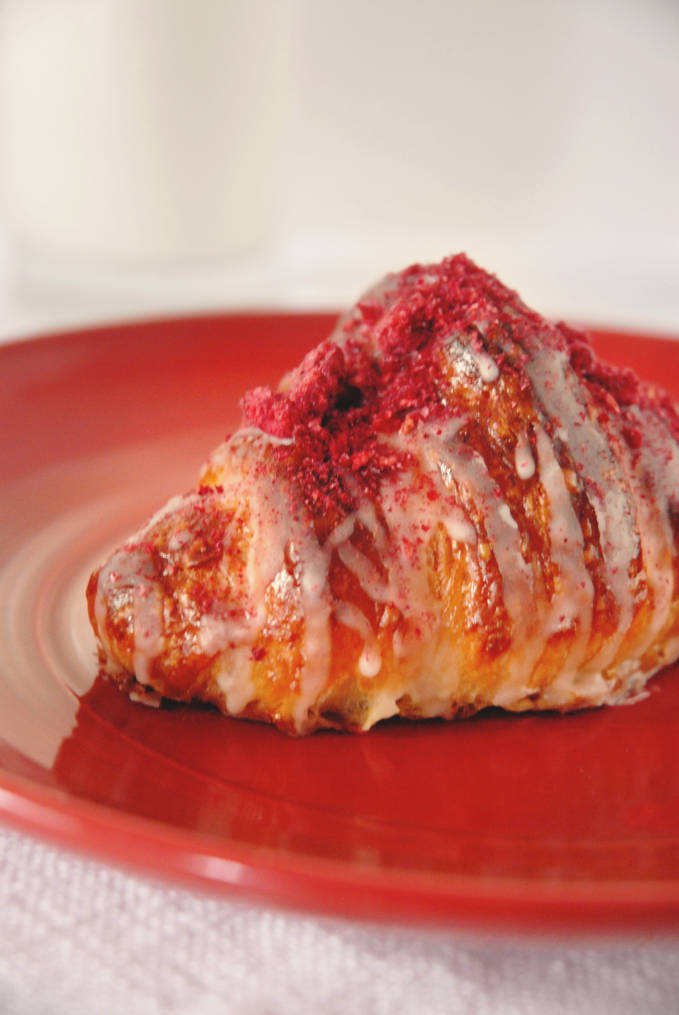 Ispahan croissant with rose-scented almond paste, raspberry-lychee gelee, rose flavoured icing, and freeze dried crunchy raspberries. Click to get the recipe!