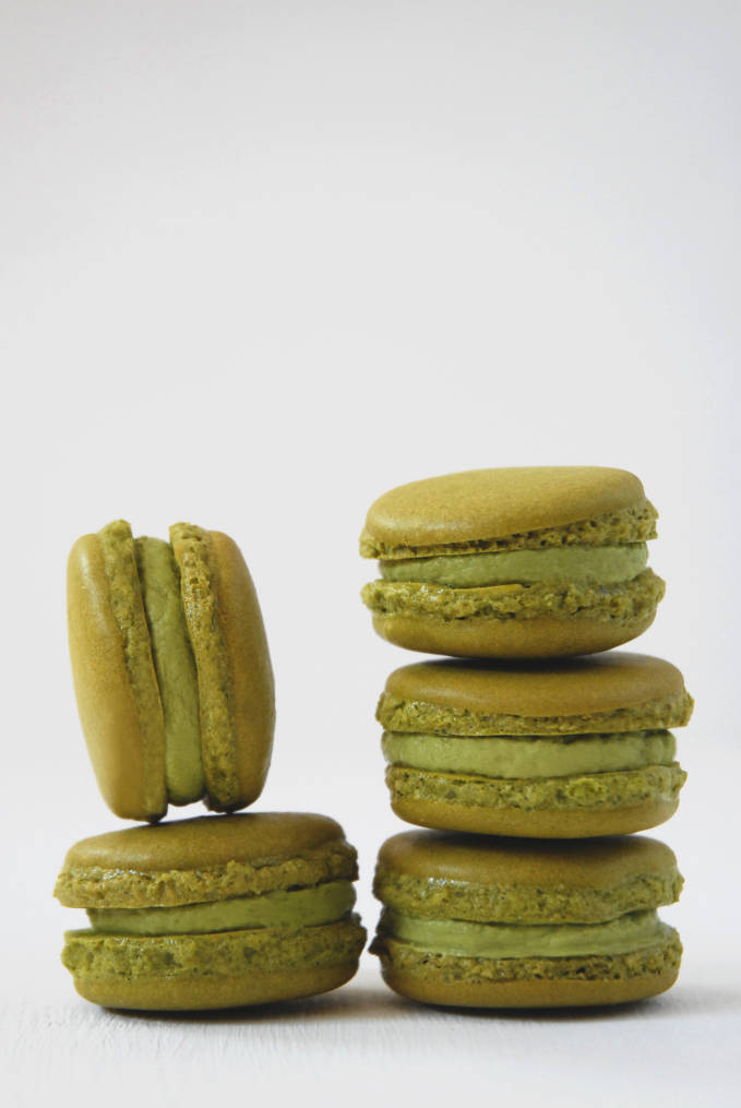 Matcha green tea macarons with matcha buttercream. Don't you just want to click for the recipe? Yes you do.