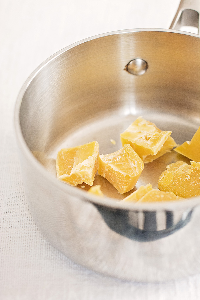 Melting beeswax for canelés